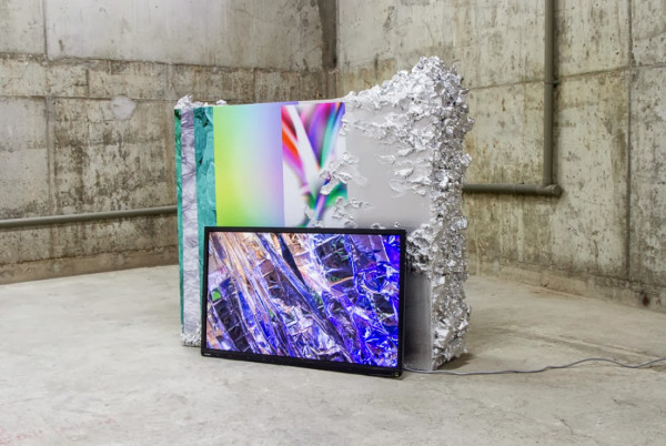 Neverwet (dreama), video 9mins 34secs, Neverwet (dry fold), plinth 135x35x35cm, Kinman Gallery, 2013